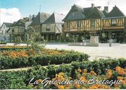 35 - LA GUERCHE DE BRETAGNE - La Place Du Général De Gaule Et La Fontaine - Cpm - Vierge - - La Guerche-de-Bretagne