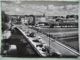 """CPSM 17 Saintes - Le Pont Et L'Avenue Gambetta - Vue D'ensemble Avec Autos """"Simca.Citroen Et Berliet""""  A Voir ! - Saintes"""