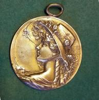 Grand PENDENTIF En BRONZE ART NOUVEAU - FEMME AU CHAPEAU Par A.BARGAS - Médaille Uni-face -  Diamètre 4.5 Cm - Pendentifs