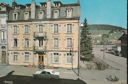 GERARMER (88). Maison Familiale De Vacances. Boulevard Kelsch, Angle De Rue. Voiture Peugeot 404, Vélo-Solex - Gerardmer