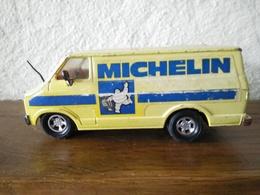 MICHELIN - MATCHBOX - Tôle - DODGE VAN SUPER KINGS - 1979 MADE IN ENGLAND LESNEY - BIBENDUM - - Trucks