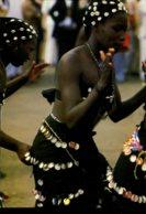 Afrique En Couleurs : Folklore Africain - La Danse Au Village - Other