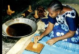 Afrique En Couleurs : Artisant - Coloration Des Pagnes - Other