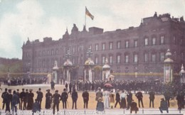 AS43 London, Buckingham Palace, Waiting For The King - Buckingham Palace
