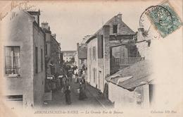 14 Arromanches. La Grande Rue De Bayeux - Arromanches