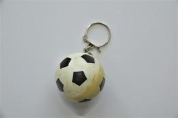Vintage KEYCHAIN : FOOTBALL - RaRe - 1980's - Porte-cles - Porte-clefs