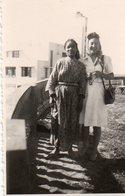 L - PHOTO ORIGINALE FORMAT 8.8 X 5.6 - VACANCES AU MAROC - FEMMES - Places