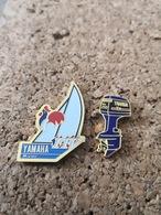2 Pins Sur Les Bateaux YAMAHA Coq Moteur  Voile - Feuerwehr