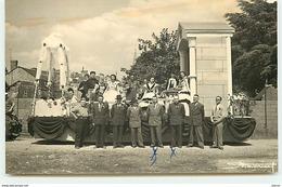 Carte Photo à Localiser - Personnes Devant Un Char - Défilé Quartier Des Marins - Thème Violettes Impériales - Cartes Postales