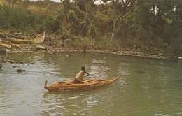 ETHIOPIE FISHERMAN AND HIS TANQUA A REED CANOE AT LAKE TANA SOURCE OF THE NILE - Ethiopia