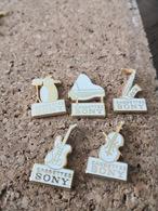 5  Pins Sur La Musique Piano Guitae Batterie Violon  SONY  Marque Tosca - Musik