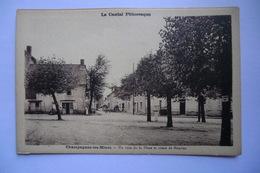 CPA 15 CANTAL CHAMPAGNAC LES MINES. Un Coin De La Place Et Route De Mauriac. - Sonstige Gemeinden
