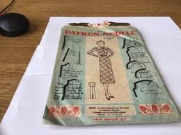 Patron Modèle Marque Déposée Les Patrons Modèle Au  Trois Des Rouges Son Dessin Est Coupé à Paris Robe Pour Fillette - Patterns