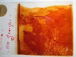 """GRECE -   LIVADIA   - """" Un Groupe / Paysans/ Enfants/Ane  """" - Rare Plaque De Verre Stéréoscopique  - 1917 - - Glass Slides"""
