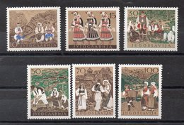 YOUGOSLAVIE   Timbres Neufs ** De 1957  ( Ref 6442 )   Costumes - Folklore - Neufs
