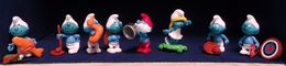 Kinder 2002 : Série Schtroumpfs Comportant 8 Figurines Individuelles Avec Bandelettes De Montage (SUPERBE ! ). - Kinder & Diddl