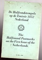 De Halfrondstempels Op De Emissie 1852 Nederland / English - Littérature