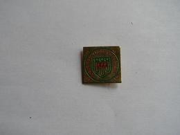Pins Football.ligue D'auvergne De Football - Calcio