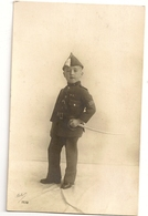 151 -Jeune Garçon Portant Un Uniforme Militaire - Groupes D'enfants & Familles