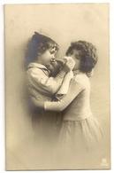 153 - Jeune Couple - Groupes D'enfants & Familles