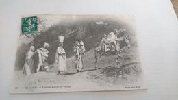 Famille Kabyle En Voyage - Scene & Tipi