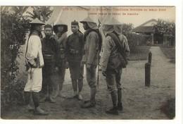 Carte Postale Ancienne Indochine - Tonkin. Moncay. Tirailleurs Frontière En Tenue D'été, Petite Tenue Et Tenue De Marche - Vietnam