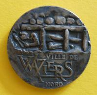 Médaille En Métal Blanc - Waziers Dans Le Nord - Professionnels / De Société