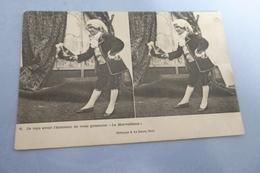 BELLE CARTE .JEUNE GARÇON AU THÉÂTRE....LE MERVEILLEUX - Stereoscope Cards