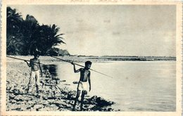 CAROLINES - Dressés Sur Le Récif De Corail - Pêche - Micronesia