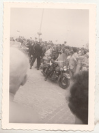 Moto - Foule - Menigte - Photo Format 8 X 11.5 Cm - Radsport