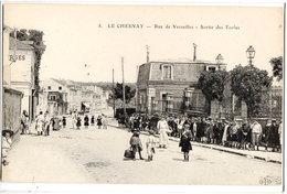 LE CHESNAY - LA RUE DE VERSAILLES - LA SORTIE DES ECOLES - Le Chesnay