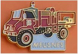 Pin's POMPIERS 41 LOIR ET CHER -  MEUSNES - UNIMOG MERCEDES - Firemen
