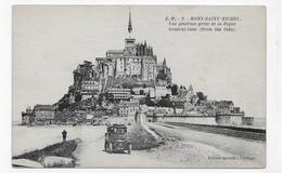 MONT SAINT MICHEL - N° 2 - VUE GENERALE PRISE DE LA DIGUE AVEC VIEILLE VOITURE - CPA NON VOYAGEE - Le Mont Saint Michel