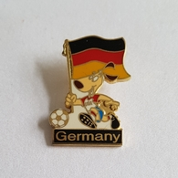 FOOTBALL SOCCER FIFA WORLD CUP USA 1994. GERMANY STRIKER MASCOT  BROCHE INSIGNE  PIN   BADGE DISTINTIVO - Calcio
