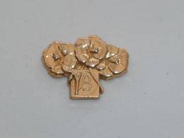 Pin's BELLES FLEURS DOREES, Signe PICHARD - Pin