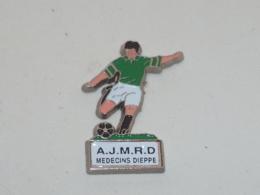 Pin's FOOTBALL, A.J.M.R.D., MEDECINS DE DIEPPE - Calcio