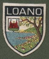 """08140 """"LOANO"""" SCUDETTO SU FONDO IN STOFFA CON DECORI IN RICAMI POLICROMI - Scudetti In Tela"""