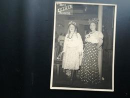 """CARNAVAL """"AU VERVIÉTOIS"""" EUPEN DEUX PERSONNES IDENTIFIÉES LOT 3 PHOTOS ORIGINALES WALLONIE LIÈGE ANNÉES 1950 ? - Lieux"""