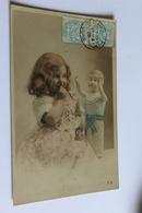 Enfant Fillette Vieille Poupee Sans Jambes Cpa 1905 - Games & Toys