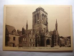 Carte Postale Locronan (29) L'Eglise Et Le Vieil Hotel  Saint Ronan ( Petit Format  Noir Et Blanc Non Circulée ) - Locronan