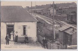 Sénarpont (Somme) - La Gare Et La Passage à Niveau - Café De La Gare Blanchant-Leclercq - Autres Communes