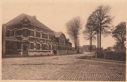 Bois Seigneur Isaac La Rue Du Village - Belgique