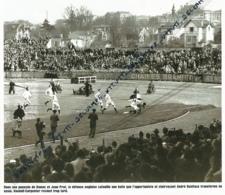 RUGBY : PHOTO (1954) LA FRANCE BAT L'ANGLETERRE (11-3) A COLOMBES, ESSAI D' ANDRE BONIFACE, AIDEE PAR DOMEC ET JEAN PRAT - Rugby