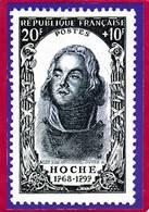 CPM  Carte Représentant Timbre 20F + 10  République Française HOCHE  Dessinateur  BOZEE   ( F1 - Stamps (pictures)