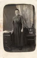 Porträt Einer Frau Im Zimmer Ca 1910 Privataufnahme - Fotografie