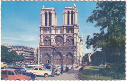 Paris: RENAULT 4CV, DAUPHINE, SIMCA ARONDE, BUICK 40 SPECIAL ESTATE, CITROËN 2CV, SCOOTER - Notre-Dame - Toerisme