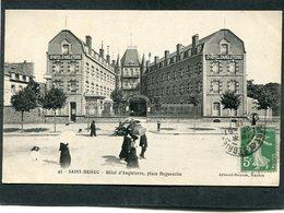 CPA - SAINT BRIEUC - Hôtel D'Angleterre, Place Duguesclin, Animé - Saint-Brieuc