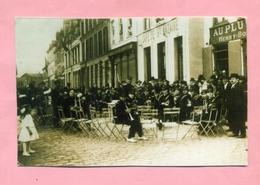 """PHOTOGRAPHIE / PHOTO : DUNKERQUE  - A IDENTIFIER - AUBADE / FANFARE AU """" CAFE DE ST NAZAIRE """"( COLLECTION  WULLES ) - Personnes Anonymes"""