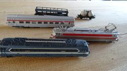 2 Locomotieven En Enkele Wagons Jouef - Model Railways