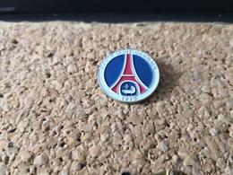 1 Pins Football Sur Le PSG  Tour Eiffel - Calcio
